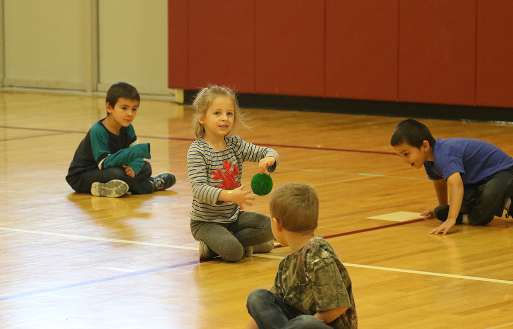 Kindergartners in phys ed classes doing a healthy plates activity
