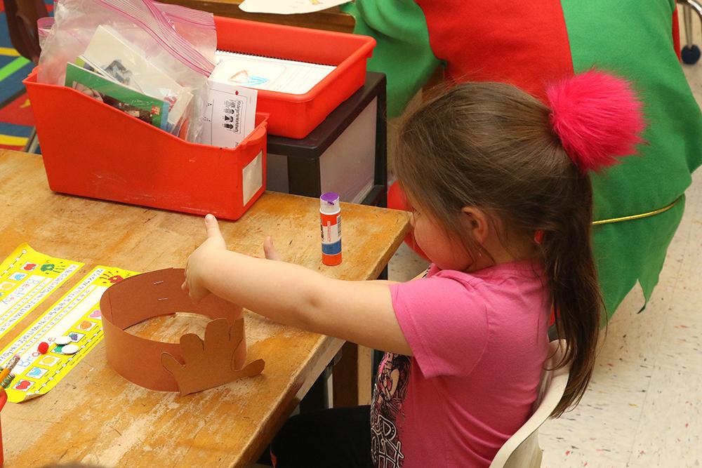 Sidney elves visit kindergarten classes