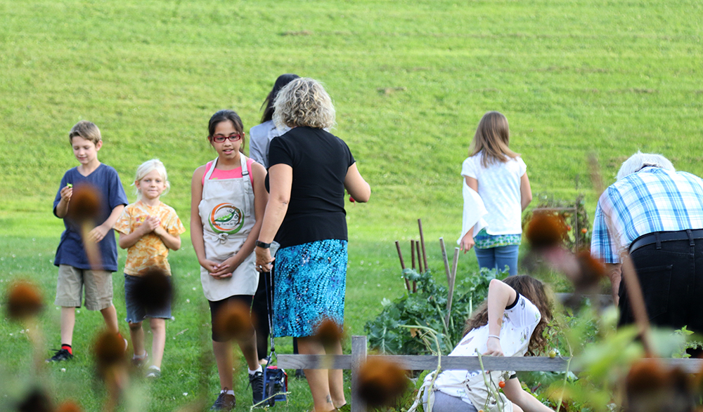 Crowds gather at An Evening in the Garden event