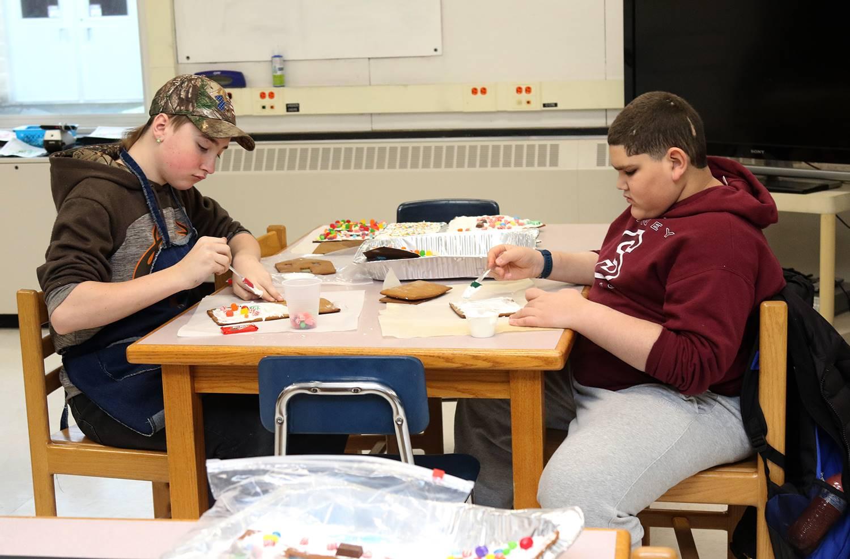 STEM elective class: gingerbread houses December 2018