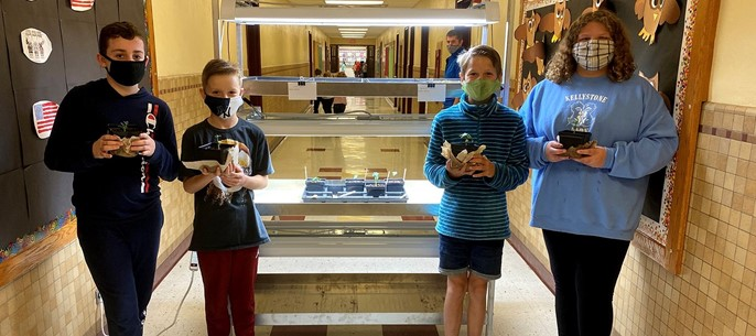 Elementary ag students with priject